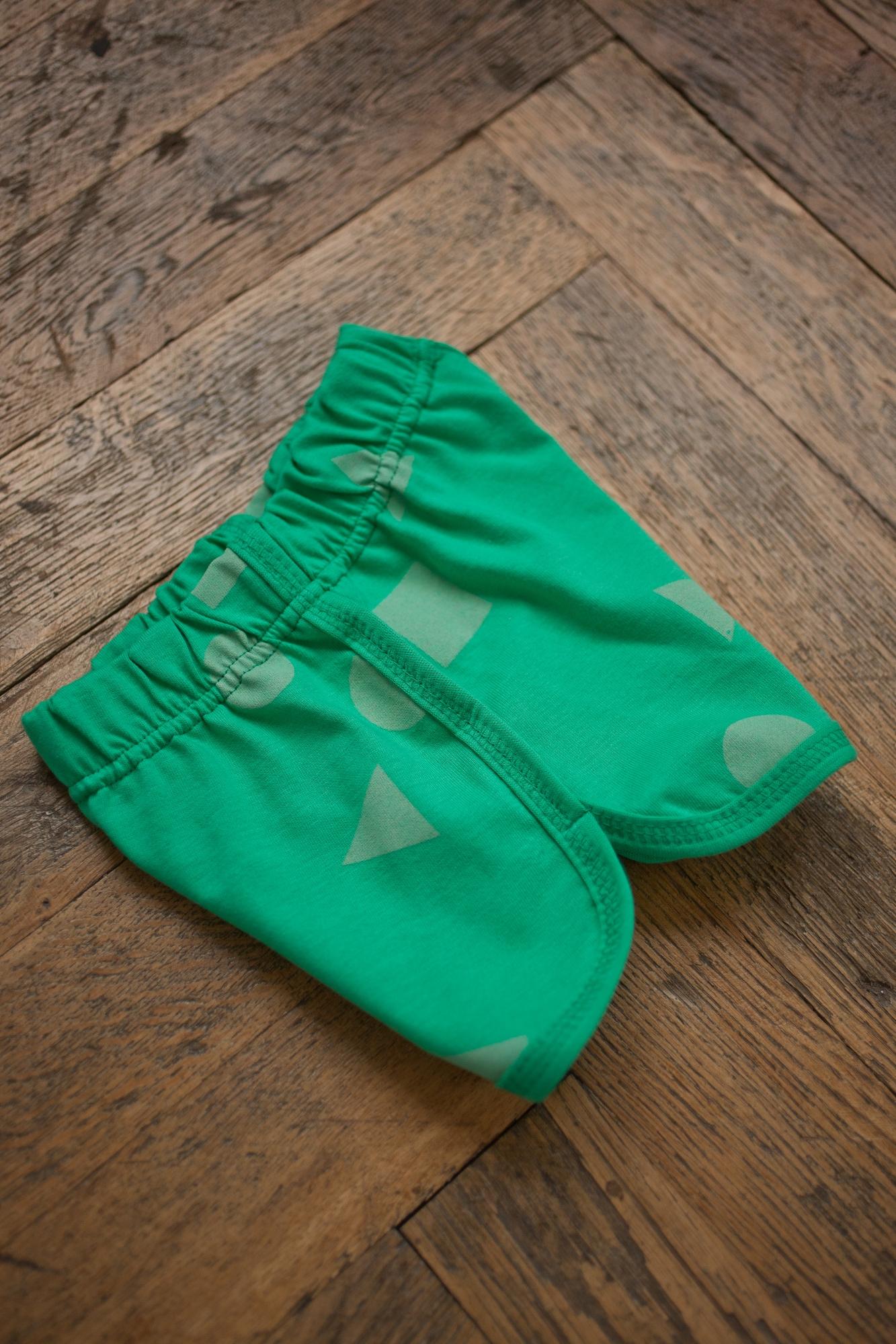 zelená geometria šortky