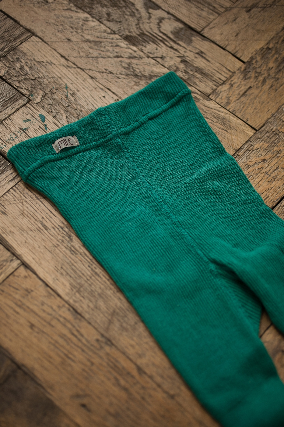 dark-green tights without braces