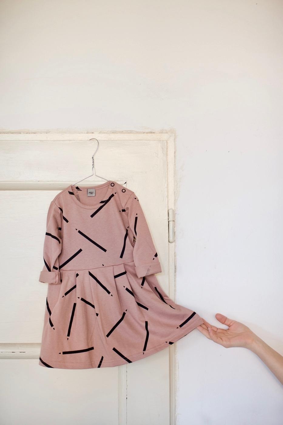 ceruzky šaty