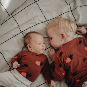 ahhh, these two dinolovers! many thanks @tina.szaboo for sharing this tender moment with us ♥️ #dinolovecollection#kolekciadinolaska
