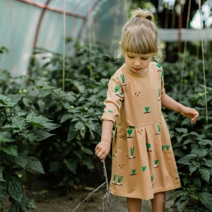 first garden harvests are already here and we have just managed to restock our tasty veggie design! have a look at our e-shop for all pieces featuring it for grown-ups as well as the little ones 🧡🥕🥦 #inthegarden #egresxmile #vzahrade