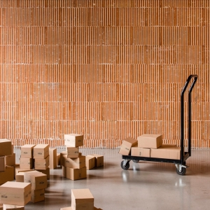 mondays are always the busiest at our warehouse! and now even more so, since after several months, we can finally send parcels to the uk as well! yay 🤎#problemsolved #brexitstruggles